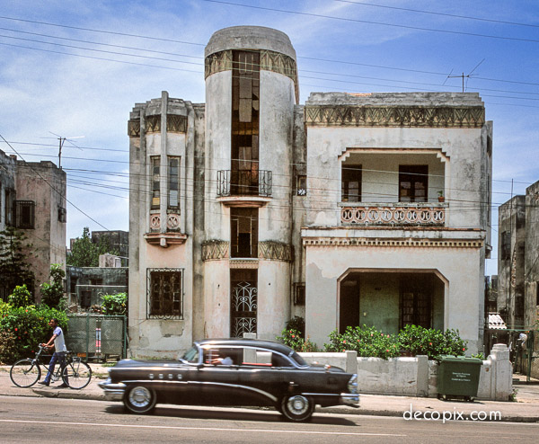House & black car-Havana-Edit-60070