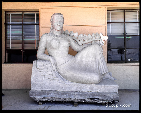 TI Statue-lady 67-60070